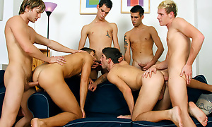 Hunk Stroking While Bottomed