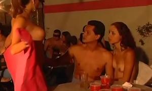Tremenda orgia en un club swinger en Medellin